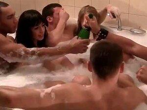 นักเรียนเมา และมีเพศสัมพันธ์ในห้องซาวน่า