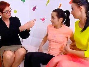 ประสาทสองวัยรุ่นสาวที่สอนเกี่ยวกับเพศ โดยอาจารย์ที่มีประสบการณ์