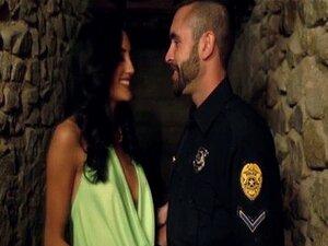 ทารก Glam Chloe Amour fucks ตำรวจ