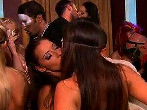 มันจะเป็นใครเวลา 32 !, กลุ่มของ smokin' ผู้หญิงเซ็กซี่ยูโรกลายเป็นคืนที่คลับสุราเป่าเต็ม มีความสนุกสนาน