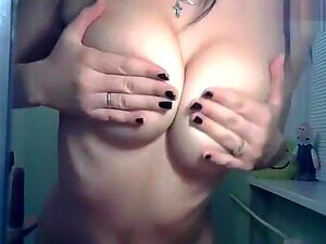 Camgirl Playboy0000 caresses herself,