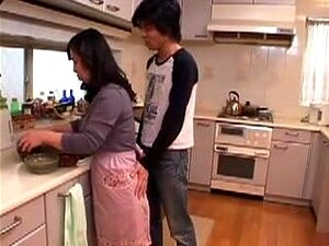 Japanese Mom Goes For It!, Japonese mother is seduced by boy
