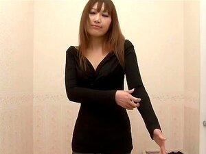 พยายามสมัครเล่นบนแฟชั่นต่าง ๆ ของแอบเปลี่ยนห้อง สาวอยู่ในห้องเปลี่ยนเสื้อผ้า เธอต้องการให้แฟนของเธอประหลาดใจ และพยายามในแฟชั่นต่าง ๆ ของชุดชั้นในเซ็กซี่ยินดีเปลือย spied เซ็กซี่ที่สุด และได้รับเลือก
