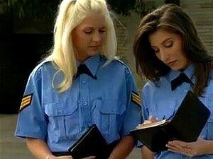 ตำรวจสาวสาว