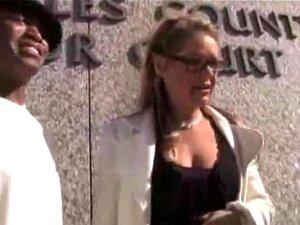 ใหญ่ทนายเวลาเธอยึดธรรมเนียมในบีบีซีสีดำไม้มะเกลือ cumshots ดำกลืนขาวเย็ดดำ