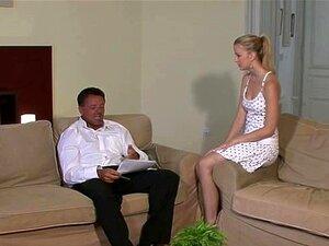 เธอได้รับการวางกับพ่อ BF ของเธอ