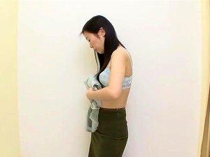 ถ้ำไม่มันเป็นงานที่ดีมากในห้องน้ำ สาวเลือกชุดชั้นใน และพยายามในยกทรงและ corsettes บาง หัวนมของเธออย่างเปิดเผยไปถ้ำเปลี่ยนห้องไส้ศึกลูกเบี้ยว