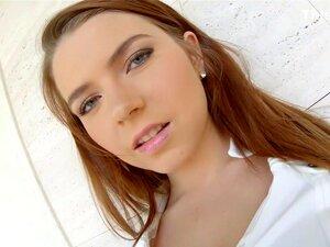 มารีนา เชียร์ลีดเดอร์แสดงหัวนมของเธอนมคนรักชื่นชมยินดี พบกับมาริน่า สดอายุ 18 ปี ด้วยชุดรดน้ำธรรมชาติหน้าอกโดนปากใหญ่