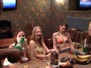 นักเรียนเย็ด และหลั่งบนใบหน้าในงานปาร์ตี้