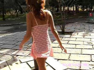 อาสวมชุดสีชมพู