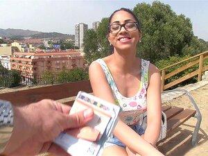 Julia De Lucia ได้รับค่าจ้างการแฟลชหัวนมของเธอสมบูรณ์แบบในที่สาธารณะ - Julia De Lucia
