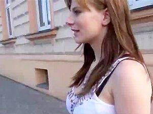 ท่องเที่ยวมือสมัครเล่น busty สาวในที่สาธารณะจะได้รับบางเงินสด