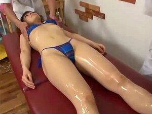 สาวญี่ปุ่นโจมตีของเล่น