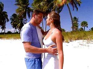 ด้วยรักวาเลน Valli บนชายหาด