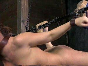 BDSM ย่อยตีในขณะที่ spreadeagle