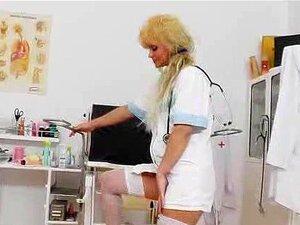 เครื่องดนตรีจิ๋วในหลุมปัสสาวะพยาบาลแม่