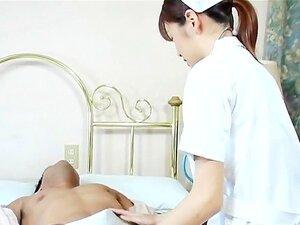 พยาบาลญี่ปุ่นงาม Kayama ฮิจเราะห์ได้รับ cumshot ปาก
