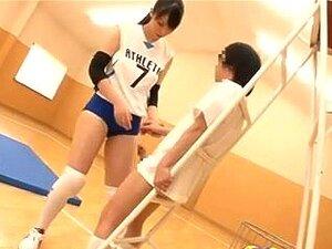 สูง voleyball ผู้เล่นญี่ปุ่น