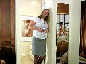 พบกับ breasty สามารถสำเร็จความใคร่แก้วนม Breasty ทองอายุสามารถปราชัยตัวเองในชุดชั้นในสีม่วง nylons และ รองเท้าส้นสูง แนะนำเรากับวังแก้วสำเร็จความใคร่ของเธอ