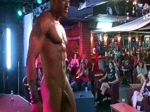คืนสุราหมีเต้นที่ Stripclub-