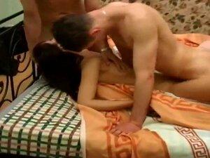 น่าเรียวเฮ็น Yalena เอส Zlata ยูเลียขายาวเซ็กซี่และสาวสวยในถุงน่องสีขาวได้รับการตอกในห้องนอนในมือสมัครเล่น