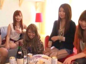 สาววัย 15 เหมือนบุคคล แต่ดูเหมือนกลุ่มคนในอพาร์ทเม้นมีเพศสัมพันธ์ ลูกไก่บางคนดูดีและบางคนไม่ นำแสดงโดยอากิระคะซุมิ Tsumugi เซะ คิ โนะคุรุมิ และอากา เนะโท