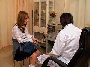 หีแน่นของคิระในห้องนรีแพทย์ประหลาด การตรวจสอบหลังจากมีเพศสัมพันธ์กับคู่ของเธอ คิระตัดสินใจไปเยี่ยมนรีแพทย์ญี่ปุ่นของเธอเนื่องจากเธอยังคงรู้สึกเงี่ยนมาก แพทย์แสดงสิ่งเป็นปัญหา และนิ้วมือของบุญของเธอถึงจุดสุดยอด