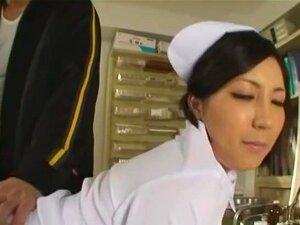 ขาว Nakadashi บริสุทธิ์พยาบาล เธออาจไม่ได้รับดาวที่สตูดิโอผู้ใหญ่ที่ใหญ่ที่สุดในญี่ปุ่น แต่ Ryo เสนาค่อนยังคงสนุกกับชม ในวิดีโอนี้ เธอเป็นพยาบาลที่ได้รับการกระทำพายบางโรงพยาบาล