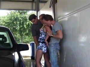 สีบลอนด์มากที่ล้างรถ เป็นร่วมเพศสาธารณะ