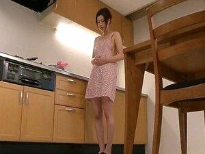 Riko มีฝันเล่นในครัวของเธอ และใช้ของเล่นของเธอการหลั่ง