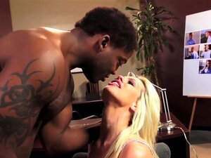 อนิสตันลินน์ธาราในนี้ Ain't โฮมแลนด์ XXX, Carrie ต้องการดำเนินการเฝ้าระวังบนโบรดี ดาวิดแต่ไม่มั่นใจ ใช้เธอประวัติทางเพศ กับดา วิด พยายามจริงยากที่จะโน้มน้าวให้เขา แต่ไม่มีประโยชน์ เขาปิดเธอลง