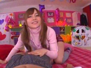 น่าอับอายเนอสเซอรี่สำหรับผู้ใหญ่ นักแสดงหญิงยอดนิยม (Tina Yuzuki) ริโอได้เปิดสถานรับเลี้ยงเด็กเป็นเครื่องรางสำหรับผู้ใหญ่ในการสวมบทบาทนี้วิดีโอ คนที่เขา มีจินตนาการที่แปลกประหลาดไปริโอเพื่อรับเลี้ยงเด็กในสภาพแวดล้อมที่น่ารัก และมีสีสันกับเพศกับครูเนอสเซอร