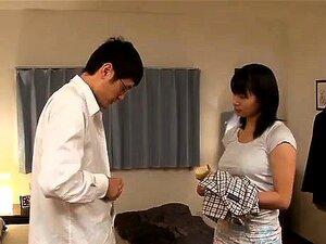 Hana Haruna shakes big cans in doggy