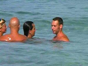 แลกคู่ชายหาด
