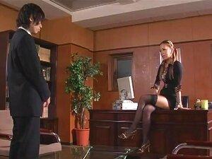 Risa สาวประธาน ประธานภายในผู้หญิง เป็นประธานขององค์กรขนาดใหญ่ที่ misuses อำนาจของเธอจริง ๆ สำหรับการลงโทษพนักงาน เธอทำให้เขาขอให้เลียรองเท้า และหีของเธอ กับพนักงานคนอื่น ๆ เบื่อของเจ้านายนี้ bitchy พวกเขาวางแผนการ blackmail Risa เพื่อให้ได้รับบนมือ สนุกแล