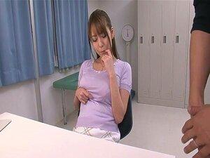 เซ็กซี่ Akari Asagiri รับดูแลผิวหน้าจากสอง Dicks
