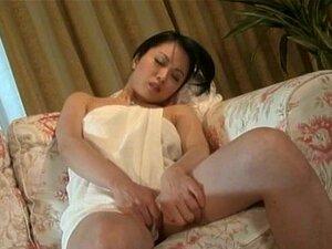 นมร้อน ๆ Miki Sato moans เสียงดังในขณะที่นิ้วของเธอหีญี่ปุ่น
