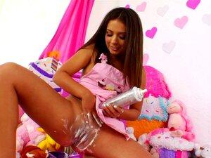 สีบลอนด์แหกได้รับเธอก้นกระแทกไม่ยอมใครง่าย ๆ หลังจากช่วงการ fetishing อาหาร